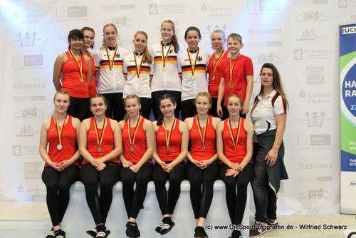 Sportler und Sportlerinnen des RMSV Aach mit Trainerin bei U19-DM 2019